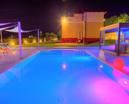 Villa il Poggiolo - Pool by night